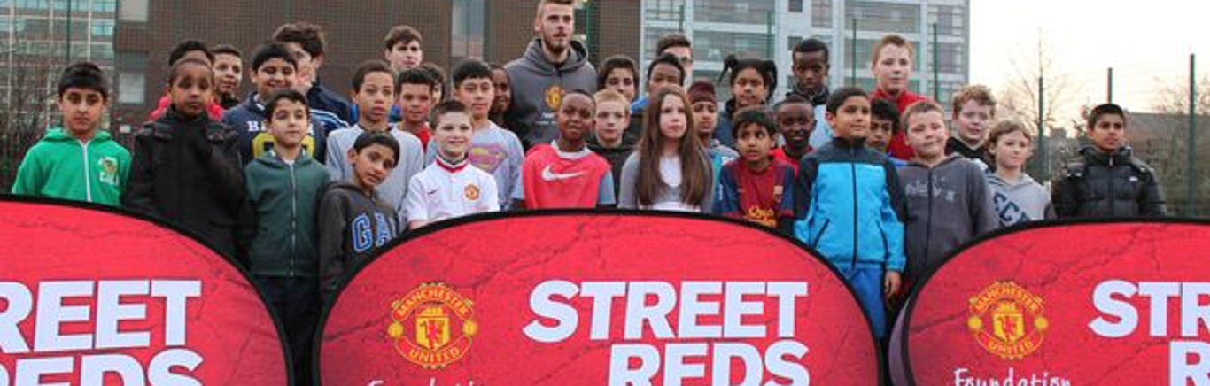 David de Gea with Manchester United Foundation Street Reds programme